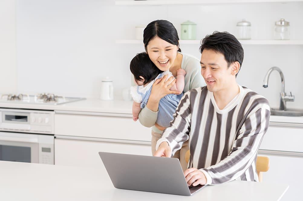 買取額を見る家族のイメージ